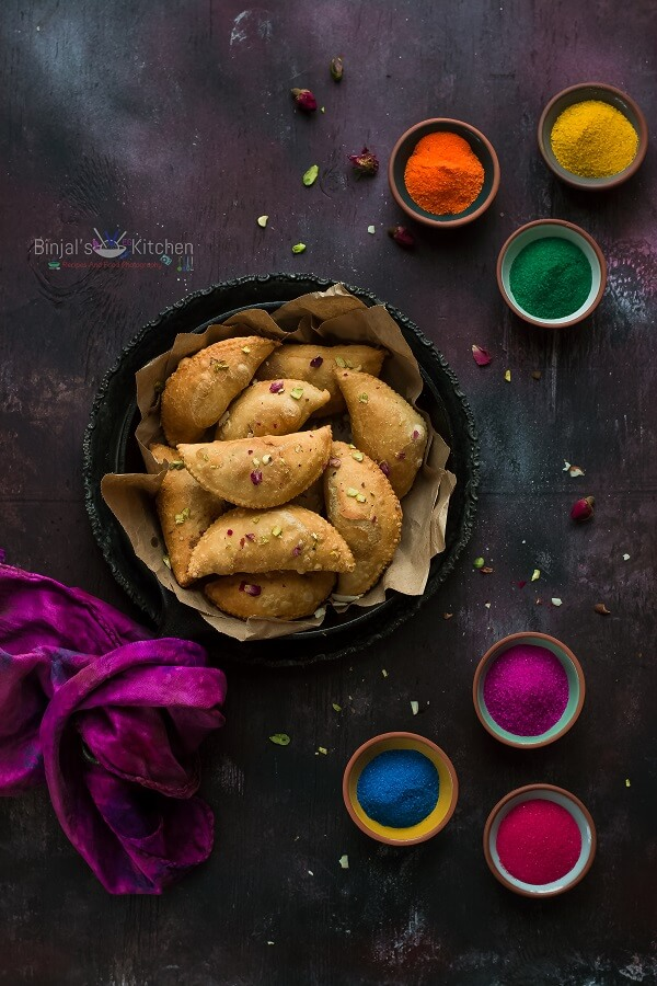 Mawa gujiya mawa karanji binjals veg kitchen mawa gujiya mawa karanji is very popular during holi or any indian festival mawa gujiya is rich and delicious in a taste packed with the natural forumfinder Choice Image
