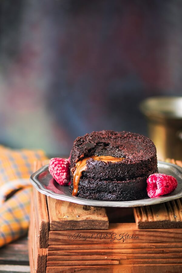 Eggless Chocolate Molten Lava Cake In Microwave